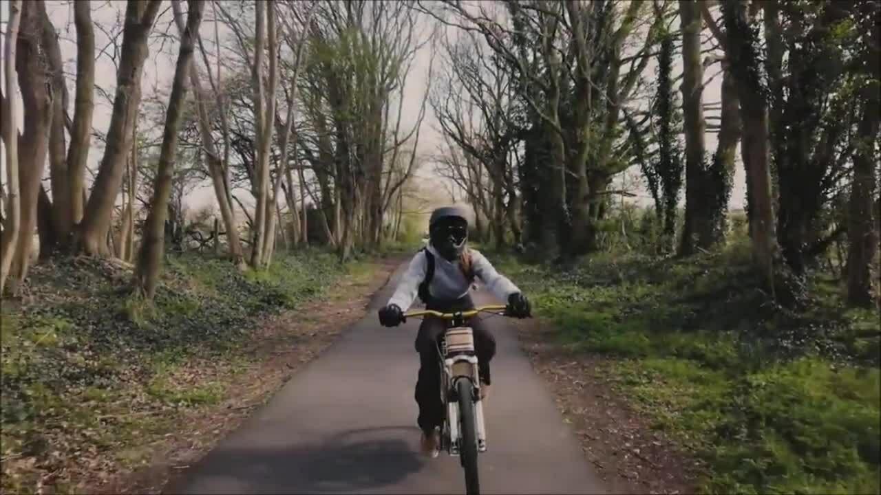 Xe đạp điện làm bằng gỗ tốc độ 45 km/h