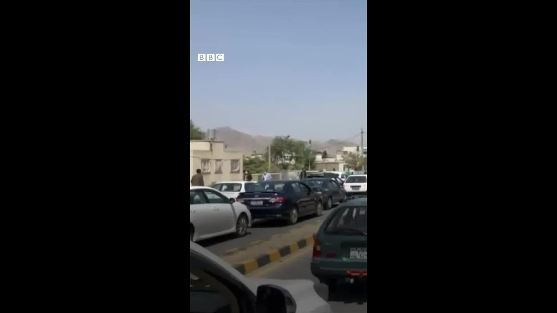 Người dân bỏ chạy khỏi Kabul