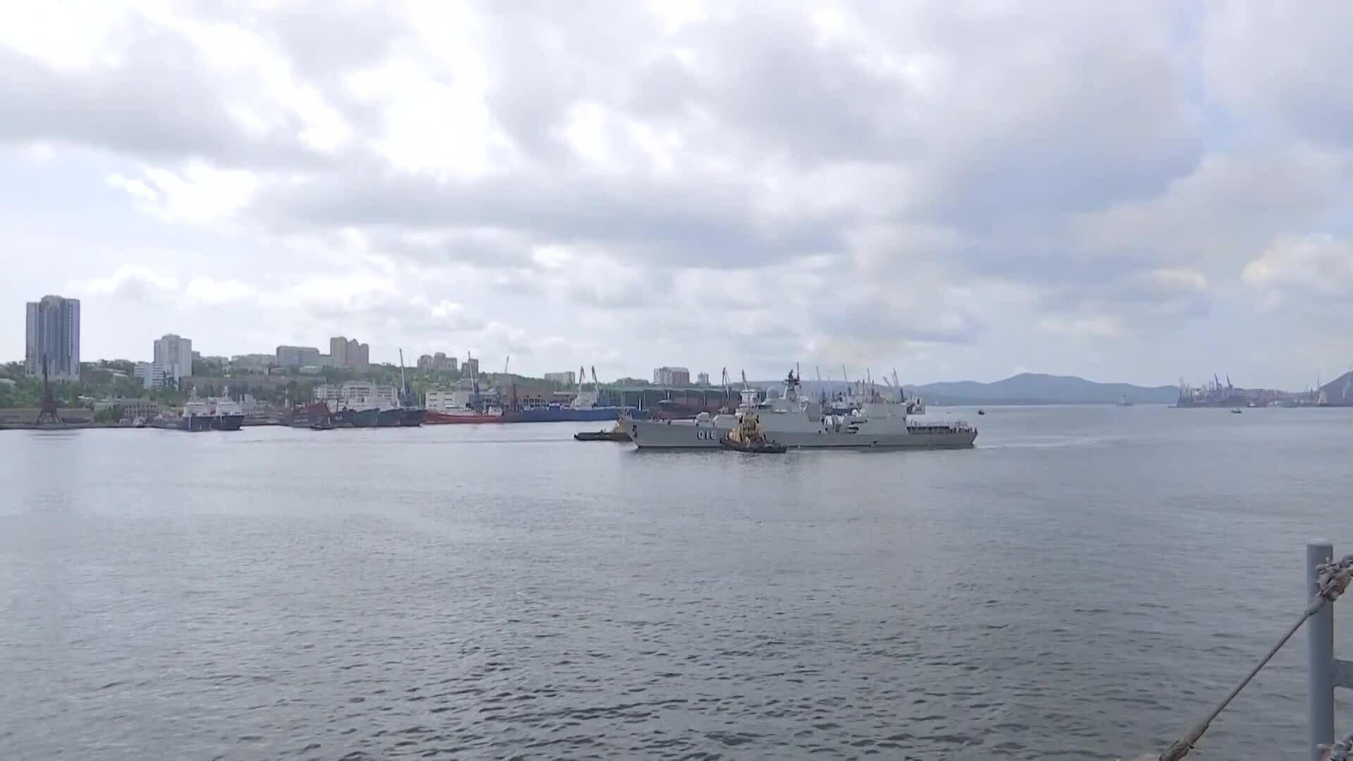 Chiến hạm Việt Nam cập cảng Nga, chuẩn bị thi đấu Army Games
