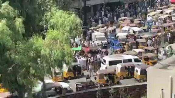 Taliban nổ súng vào người biểu tình đòi treo cờ Afghanistan