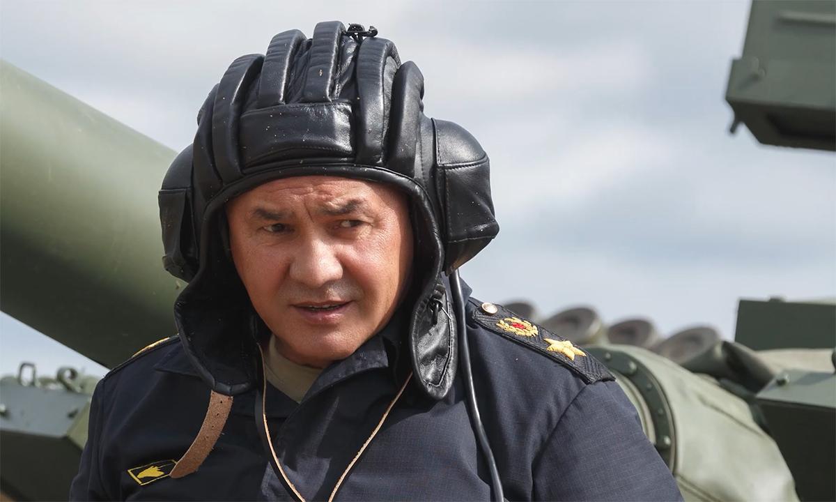 Bộ trưởng Quốc phòng Nga lái xe tăng 'chiến binh mùa đông'
