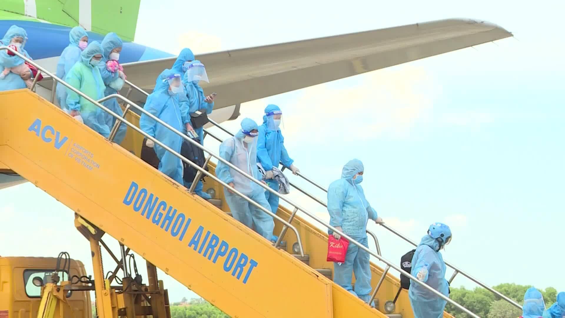 Quảng Bình đón 400 người về quê (video bổ sung)