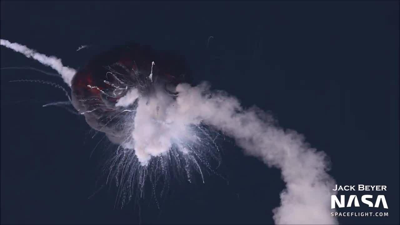 Tên lửa nổ tung giữa trời trong lần phóng đầu tiên