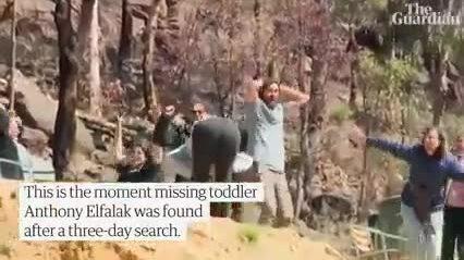 Gia đình reo hò khi biết bé lạc trong rừng còn sống