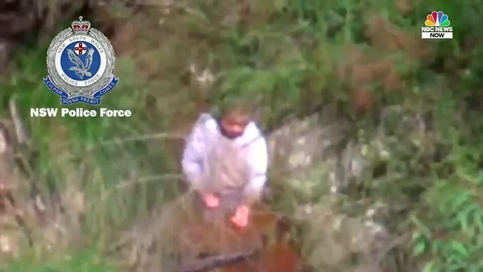 Khoảnh khắc tìm thấy bé trai lạc trong rừng ba ngày