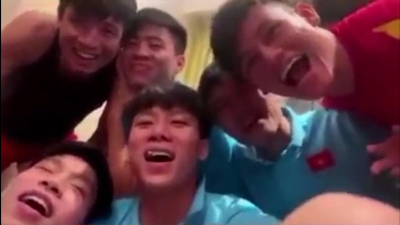 Hội tuyển thủ Việt Nam 'khóc hết nước mắt' chia tay Đặng Văn Lâm