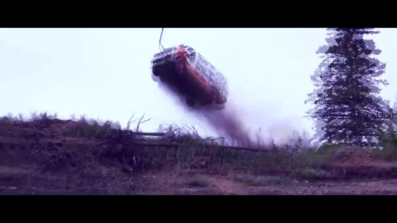 'Ném' ôtô xuống vách núi - lễ hội kỳ lạ ở Mỹ