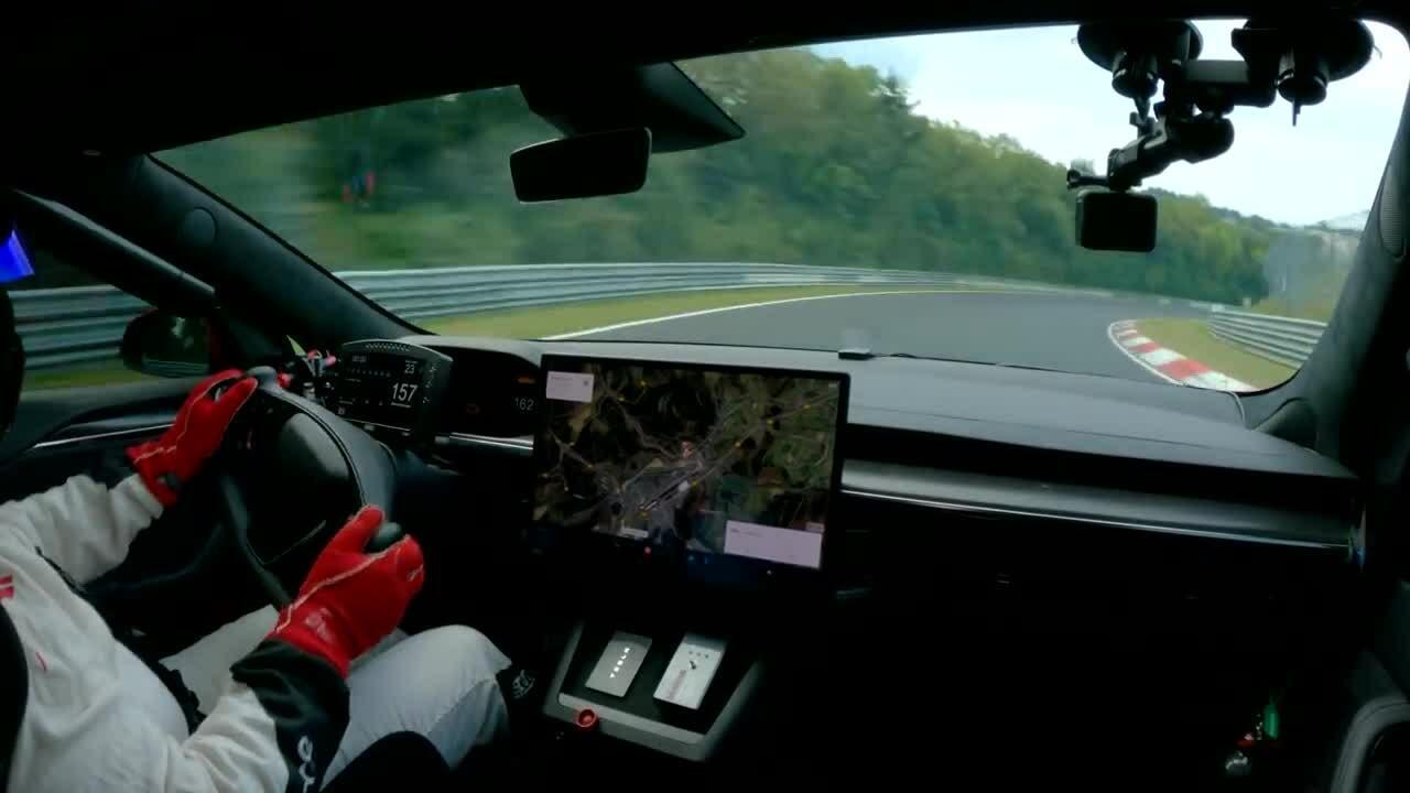 Tesla Model S Plaid lập kỷ lục thời gian tại Nurburgring
