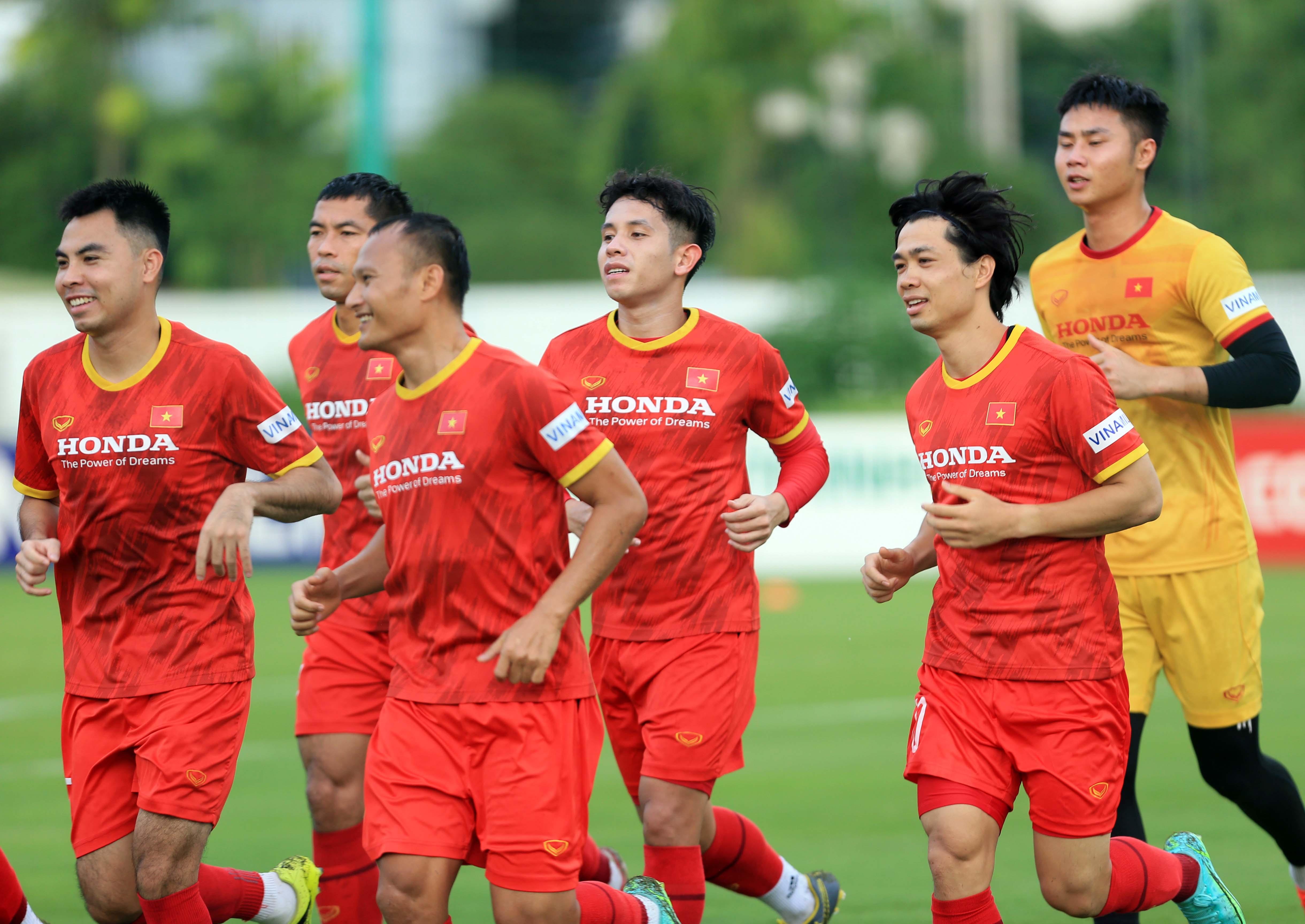 Công Phượng tập luyện cùng tuyển Việt Nam