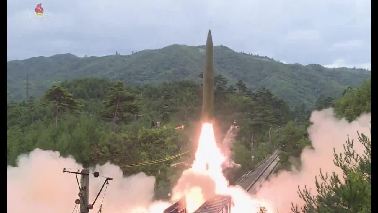 Khoảnh khắc tên lửa Triều Tiên phóng từ tàu hỏa