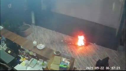 Ắc quy phát nổ trong văn phòng Thượng Hải