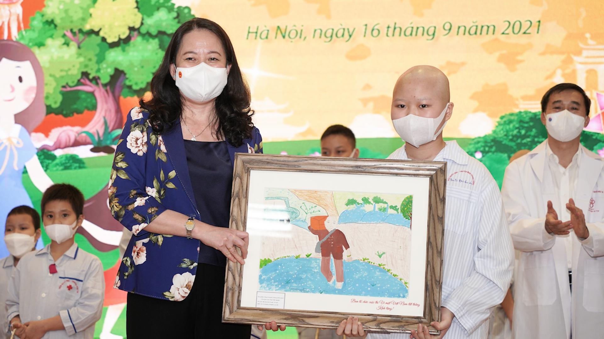 Bức tranh vẽ chủ quán cơm mất vì Covid-19 tặng Phó chủ tịch nước của bệnh nhi