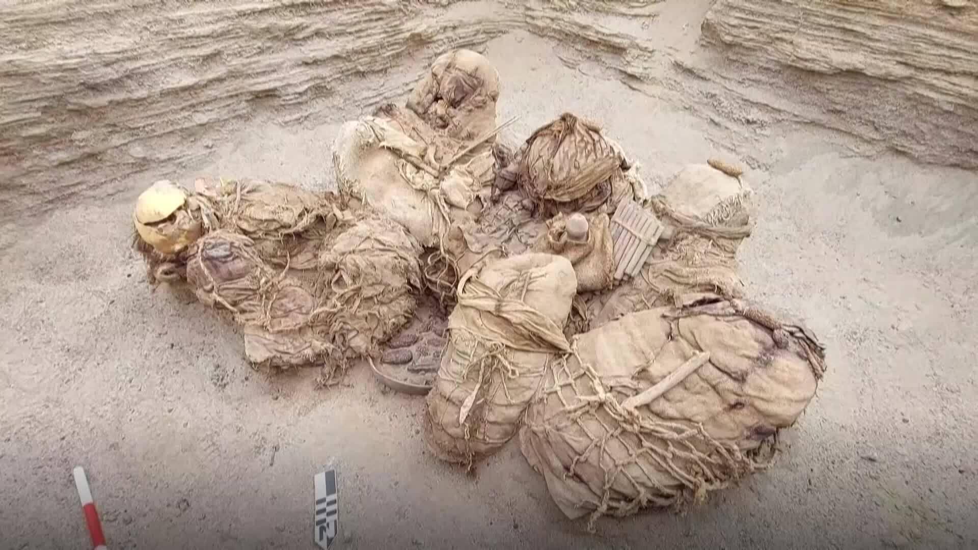 Khai quật mộ cổ chôn 8 hài cốt cùng nhạc cụ