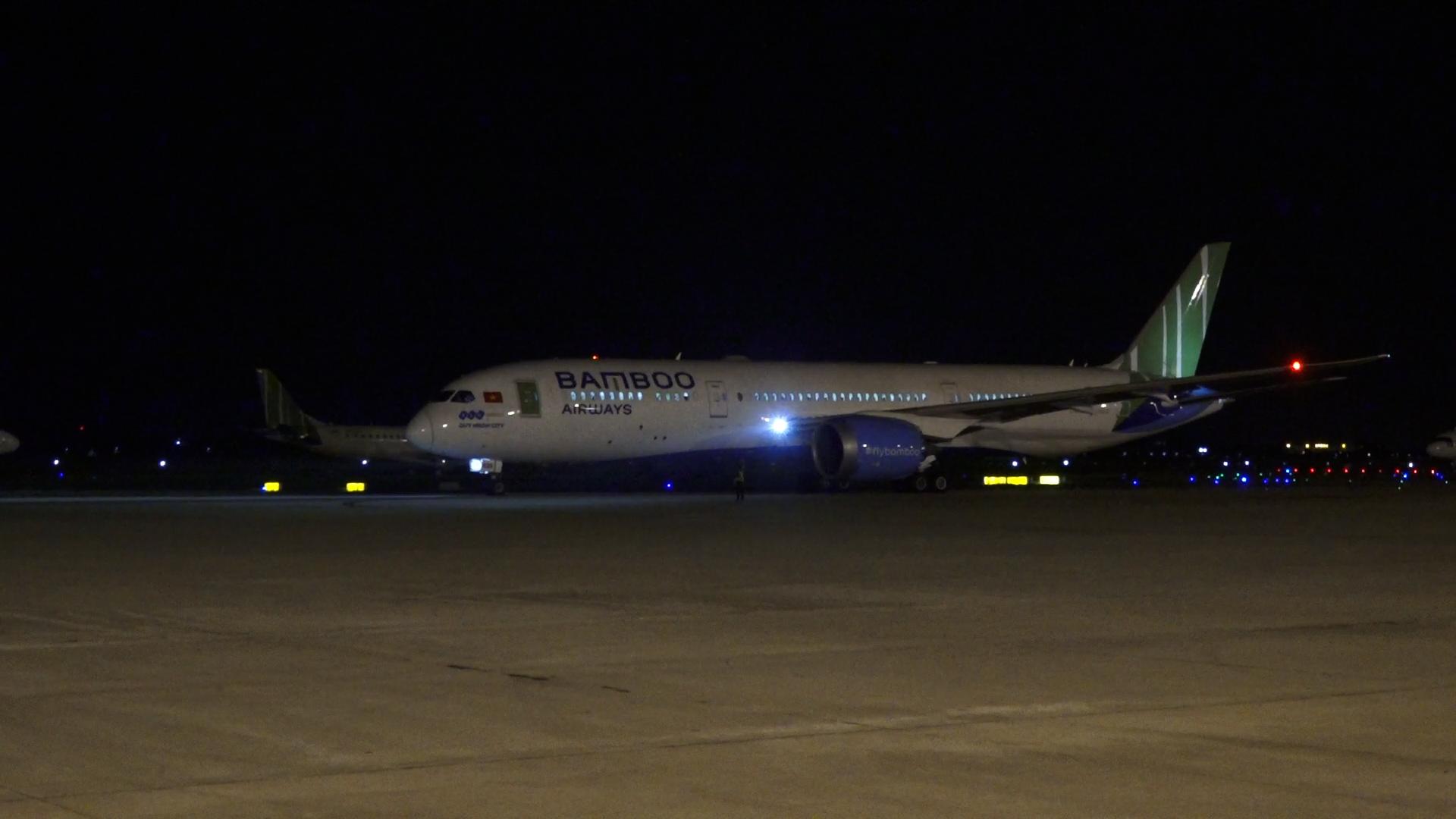 Máy bay Bamboo Airways cất cánh