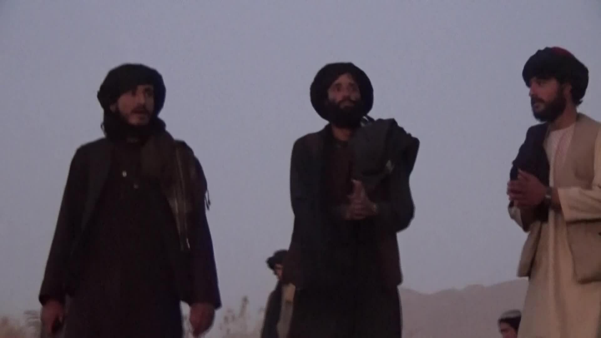 Thanh niên Taliban nhảy múa theo nhạc