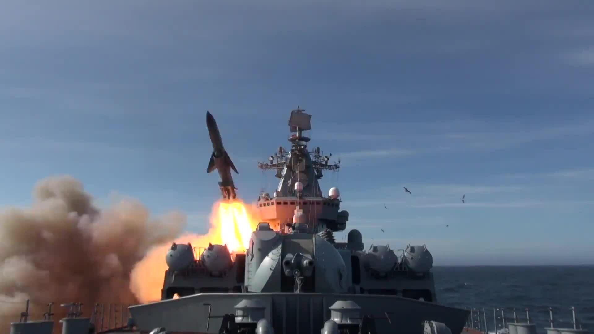 Chiến hạm Nga diễn tập đánh chìm tàu chiến địch