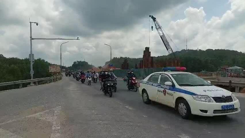 Người H'Mông chạy xe máy hơn 2.000 km để về quê