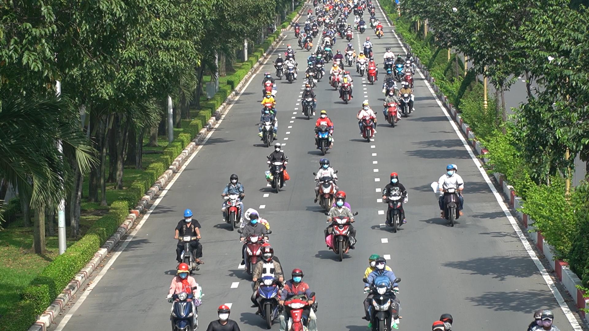 Đồng Nai dẫn 4 đoàn người đi xe máy về quê