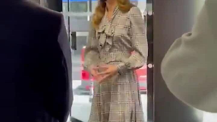 Công nương Kate mặc váy 22 USD