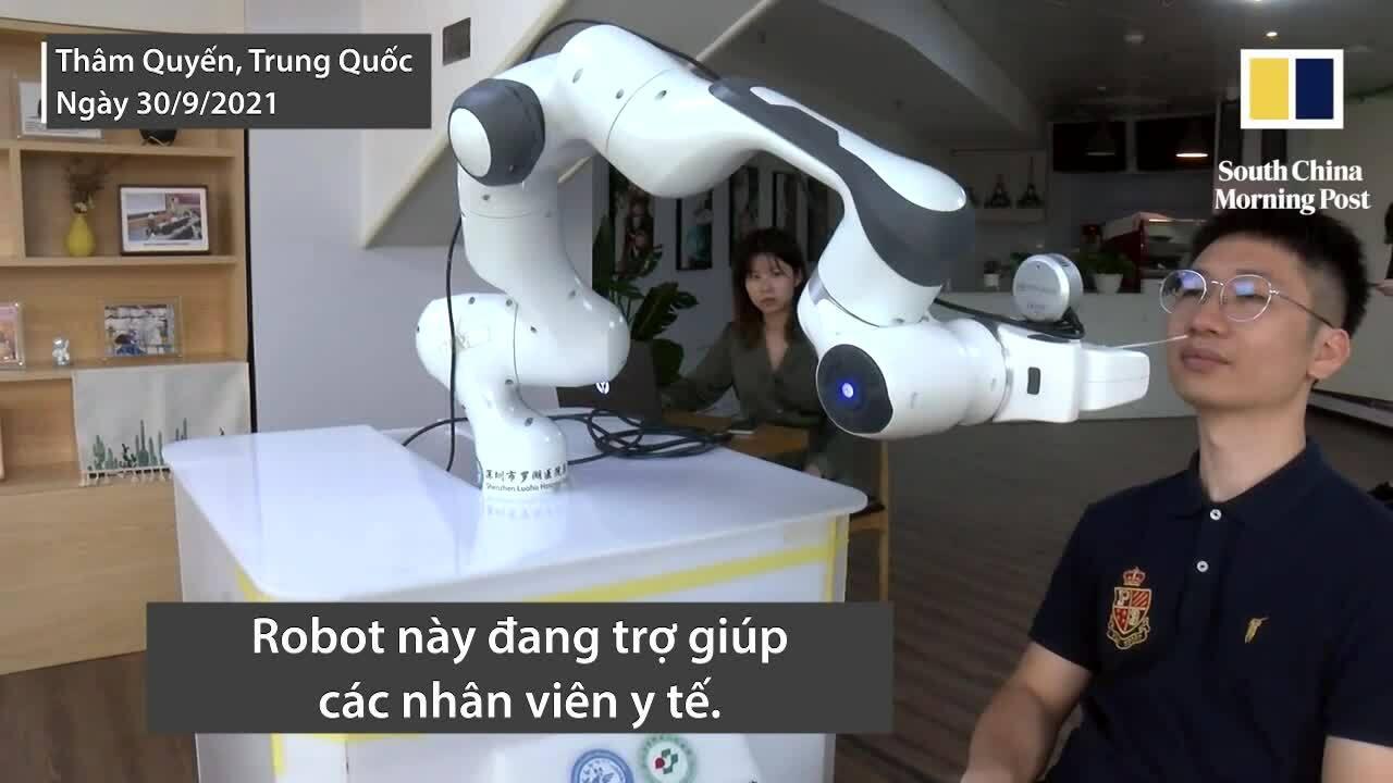 Robot tự động lẫy mẫu dịch mũi đầu tiên trên thế giới