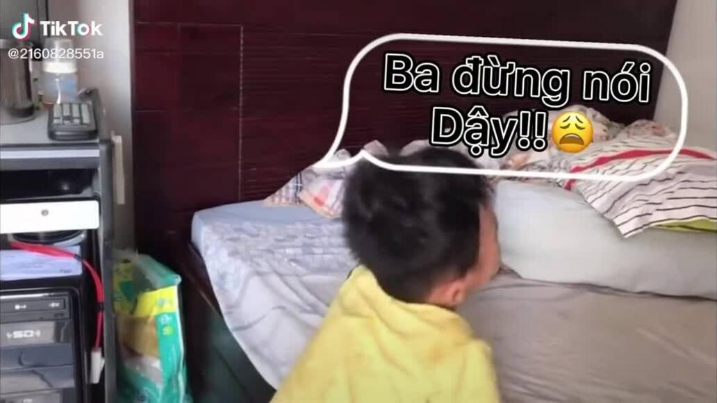 Con trai khóc vì bố nói giọng địa phương
