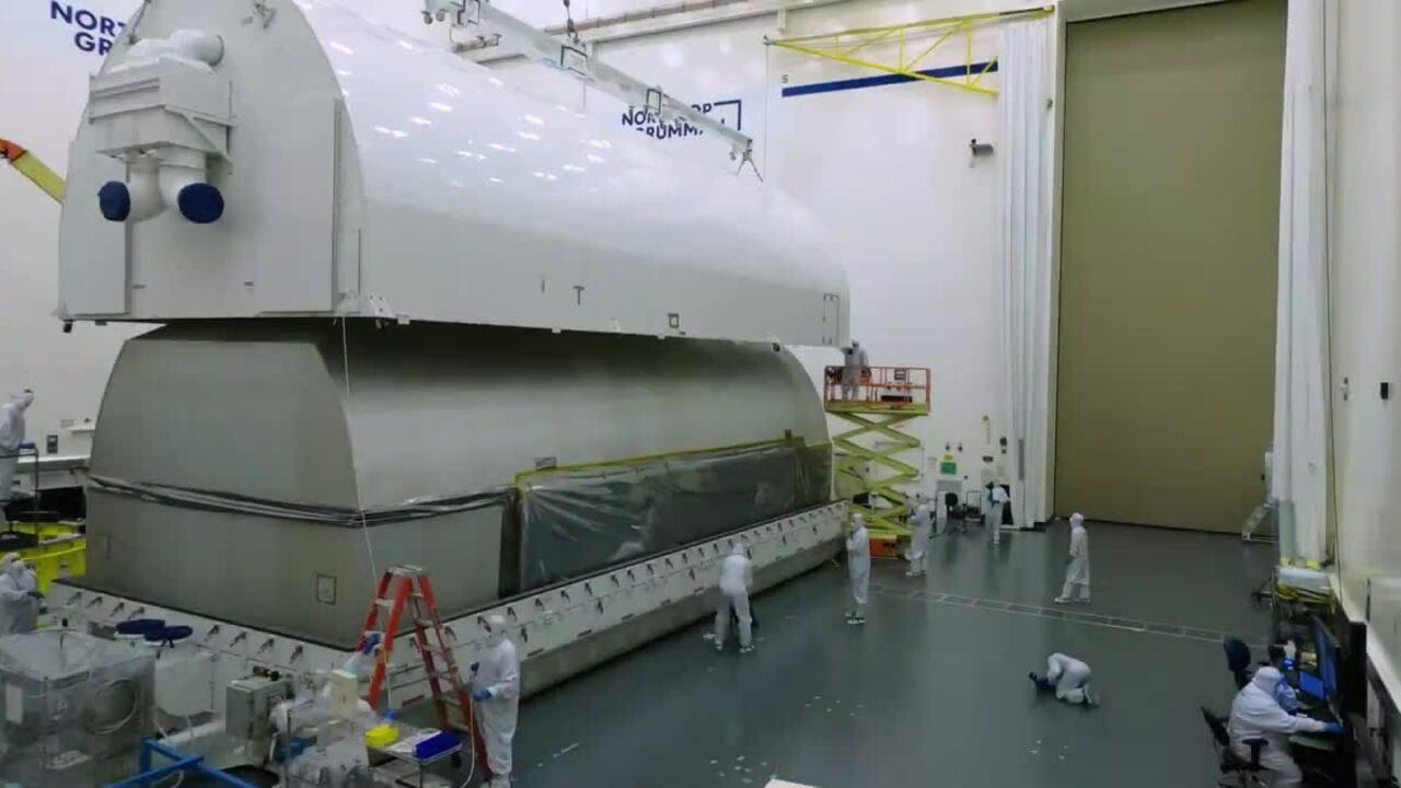 Vận chuyển kính viễn vọng 10 tỷ USD bằng 'valy' khổng lồ